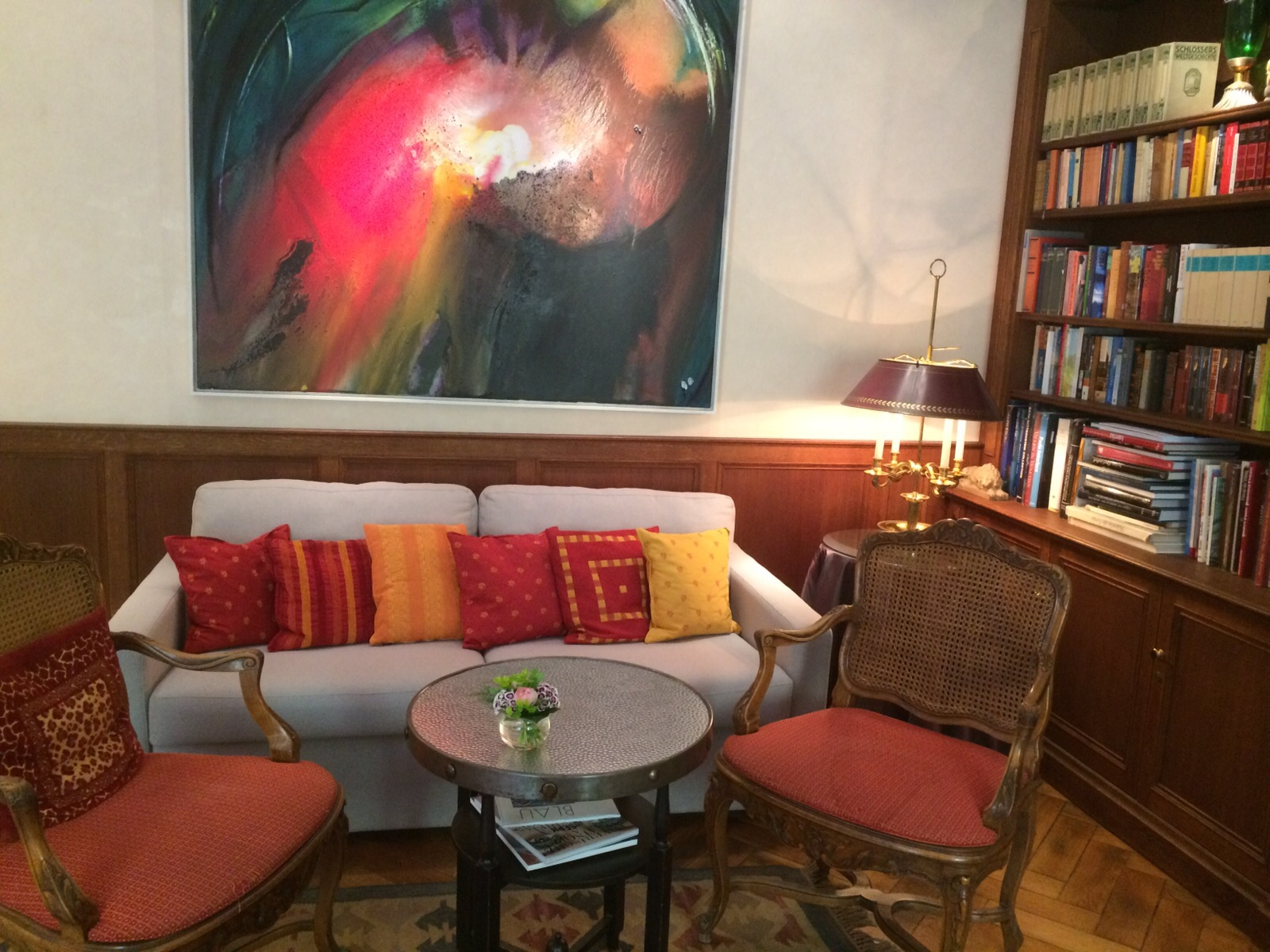 Das Sofa freut sich auf Ihren Besuch